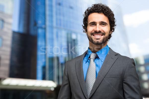 Bem sucedido gerente ao ar livre retrato urbano homem Foto stock © Minervastock
