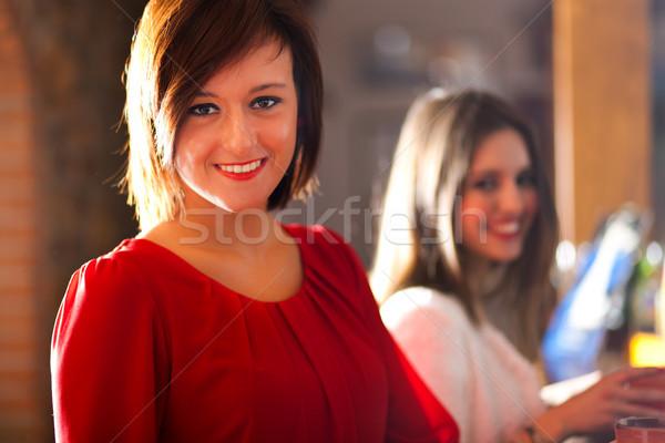 друзей напитки Паб девушки женщины Бар Сток-фото © Minervastock