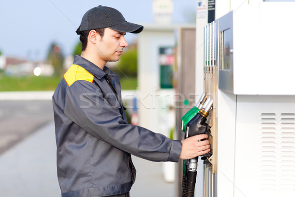Trabalhador posto de gasolina Óleo trabalho motor pessoa Foto stock © Minervastock
