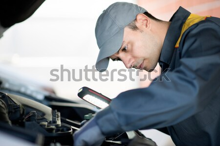 Posto de gasolina trabalhador carro serviço estação mão Foto stock © Minervastock