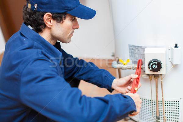 Encanador aquecedor água casa casa Foto stock © Minervastock