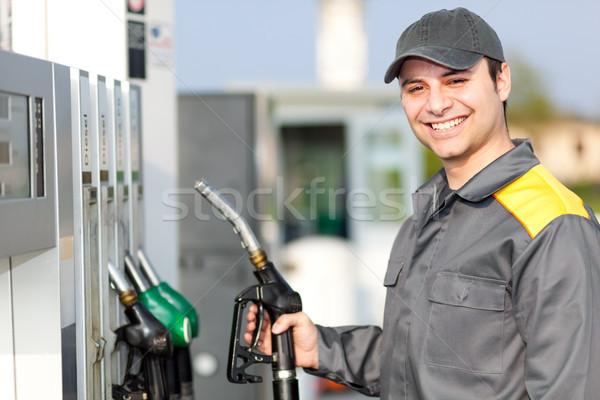 Sorridente posto de gasolina trabalhador mão trabalho motor Foto stock © Minervastock