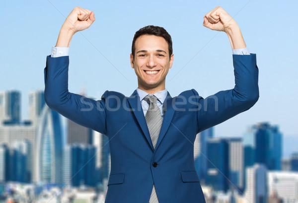Foto stock: Empresário · sorridente · punho · ar · prédio · comercial · negócio