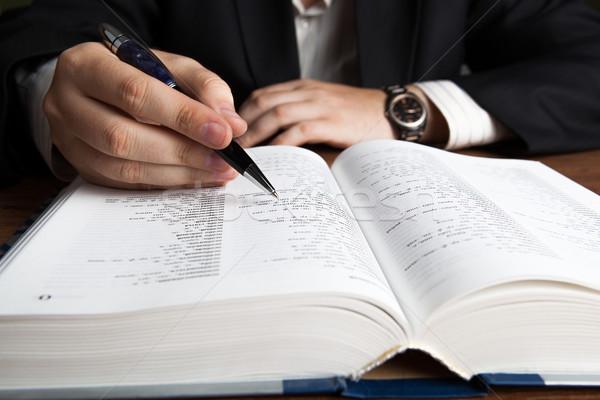 ストックフォト: 男 · 見える · 辞書 · 作業