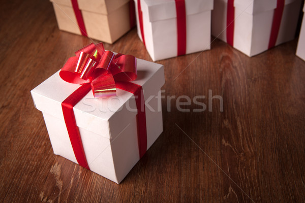 Egy fehér ünnepi ajándék doboz piros íj Stock fotó © mizar_21984