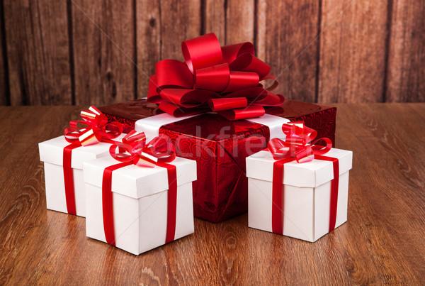 Открытая коробка с подарком своими руками