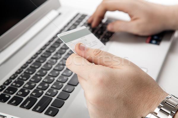 Mâini card de credit folosind laptop calculator Imagine de stoc © mizar_21984