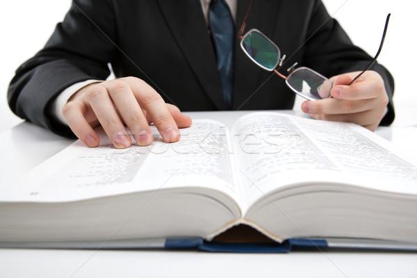 Hombre mirando información diccionario primer plano trabajo Foto stock © mizar_21984