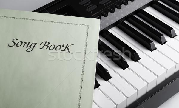 Zongora billentyűk dal könyv feketefehér kulcsok zongora Stock fotó © mizar_21984