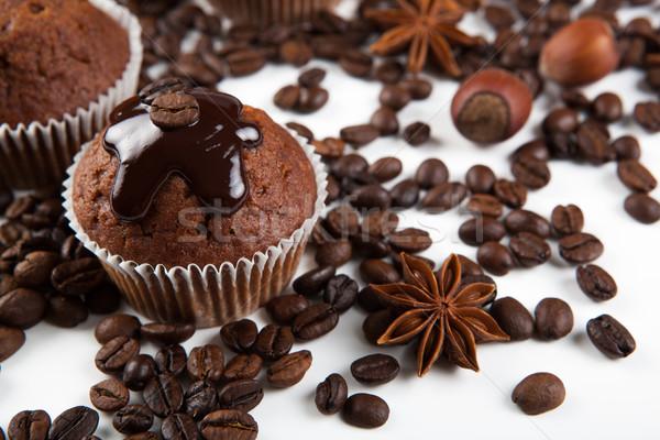 Bolo de chocolate grãos de café café mercado branco Foto stock © mizar_21984