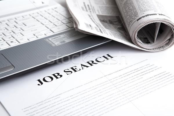 Documento título búsqueda de empleo periódico primer plano ordenador Foto stock © mizar_21984