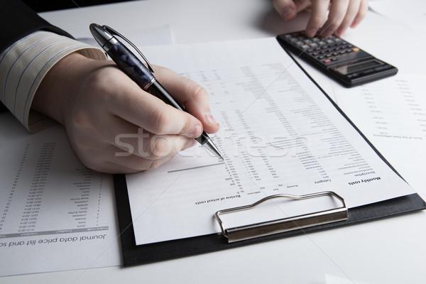 Man naar informatie budget kantoor hand Stockfoto © mizar_21984