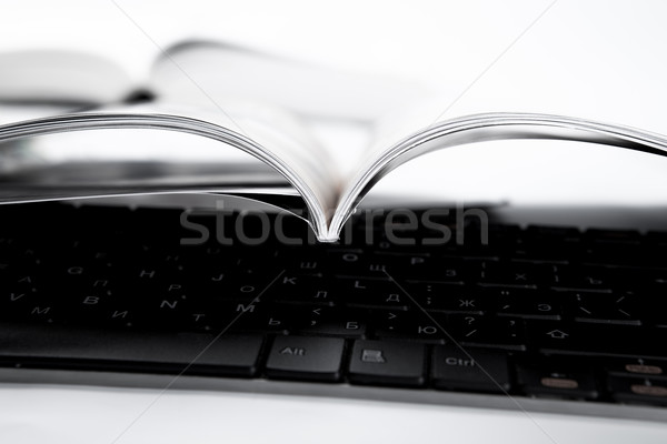 Stockfoto: Tijdschrift · toetsenbord · witte