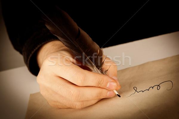 Schriftsteller Füller schriftlich Papier Unterzeichnung Stock foto © mizar_21984