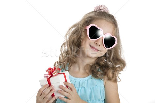 Portré kislány rózsaszín napszemüveg ajándék doboz fehér Stock fotó © mizar_21984