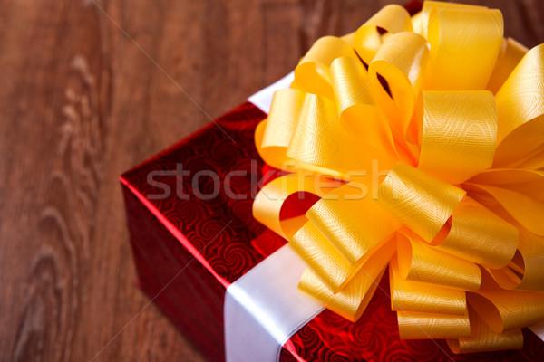 Jeden czerwony szkatułce drewna papieru Zdjęcia stock © mizar_21984