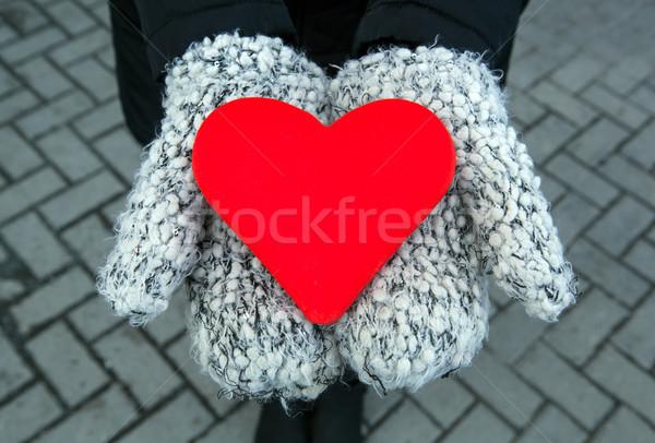 Rojo corazón signo manos mitones primer plano Foto stock © mizar_21984