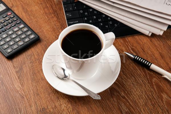 Beker koffie krant toetsenbord notebook werken Stockfoto © mizar_21984