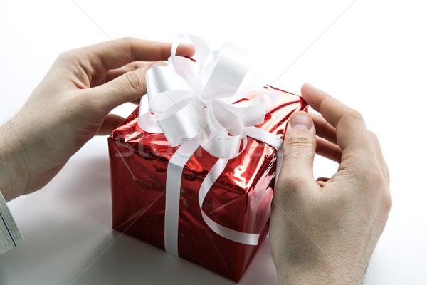 Kezek ad ajándék doboz közelkép papír kéz Stock fotó © mizar_21984