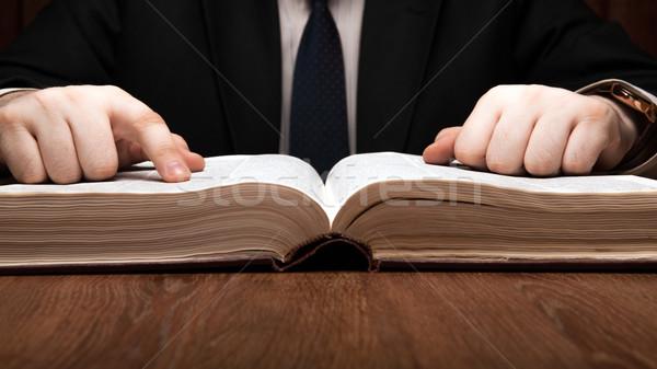 Homem olhando informação dicionário livro Foto stock © mizar_21984