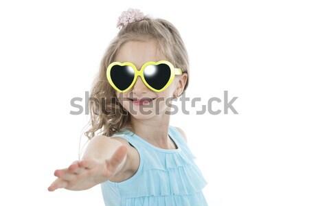 Stock fotó: Portré · kislány · citromsárga · napszemüveg · fehér · mosoly