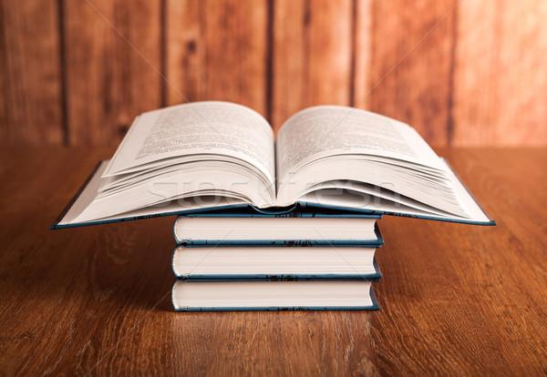 Stok fotoğraf: Kitaplar · ahşap · okul · eğitim · mavi