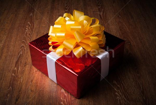 Egy nagy piros ajándék doboz fa papír Stock fotó © mizar_21984