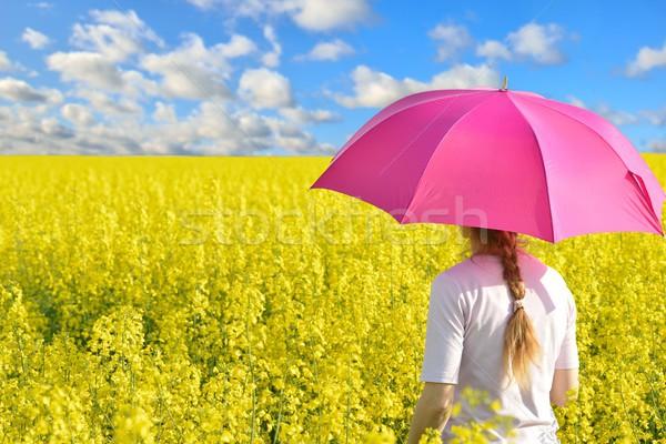 Nő nemi erőszak mező szőke nő esernyő égbolt Stock fotó © mobi68