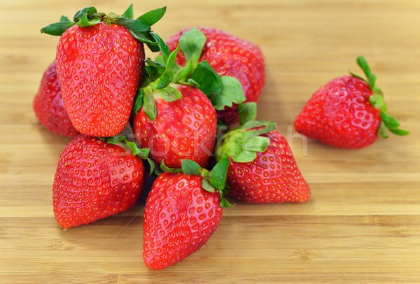 Foto stock: Fresas · madera · hoja · frutas · hojas