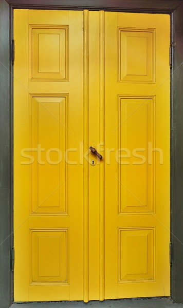 Amarillo puerta oscuro verde marco de madera marco Foto stock © mobi68