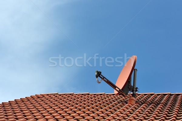 Antena satelitarna domu dachu chmury radio niebieski Zdjęcia stock © mobi68