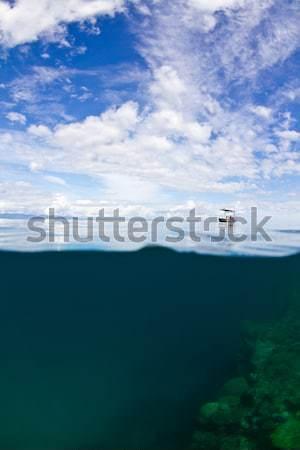 Pequeño barco solitario hasta gran barrera de coral Australia Foto stock © MojoJojoFoto