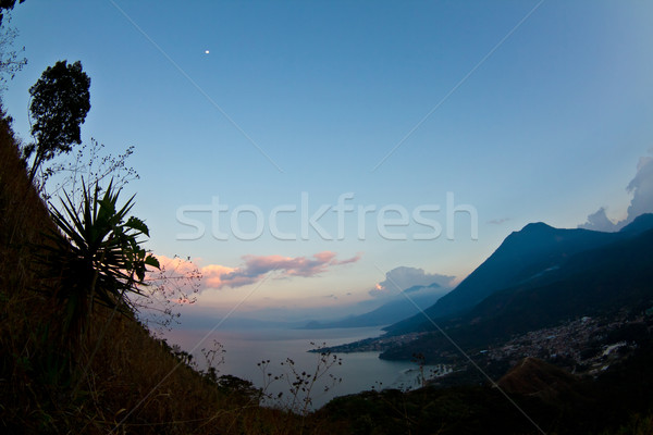 Lac soleil montagnes nuages paysage Voyage Photo stock © MojoJojoFoto