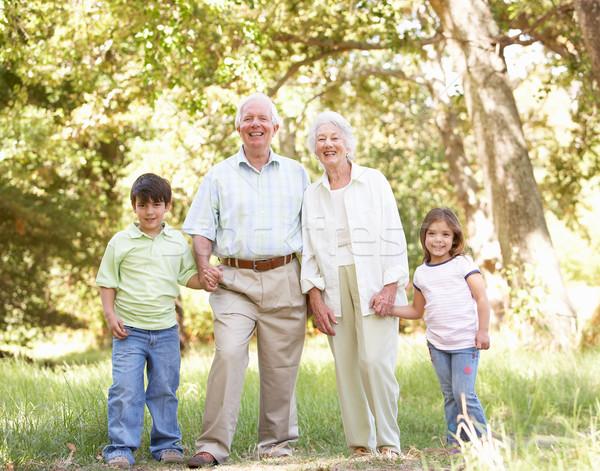 Grootouders park kleinkinderen vrouw gelukkig portret Stockfoto © monkey_business