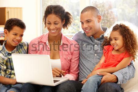 Hiszpańskie rodziny zakupy online komputera dziewczyna Zdjęcia stock © monkey_business