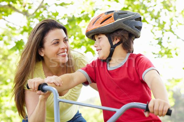 Erkek bisiklet anne aile çocuk egzersiz Stok fotoğraf © monkey_business