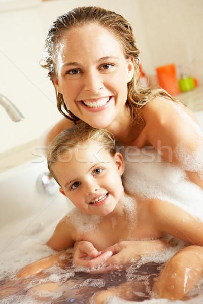 мать и дочь в ванной поможет