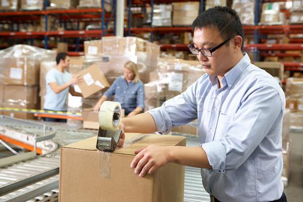 Маркировщик на складе одежды