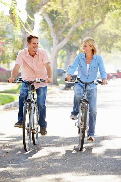Photo stock: Couple · vélo · banlieue · rue · route · femmes