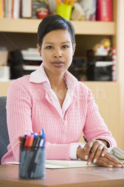 Escuela primaria maestro estudio sesión escritorio mujer Foto stock © monkey_business
