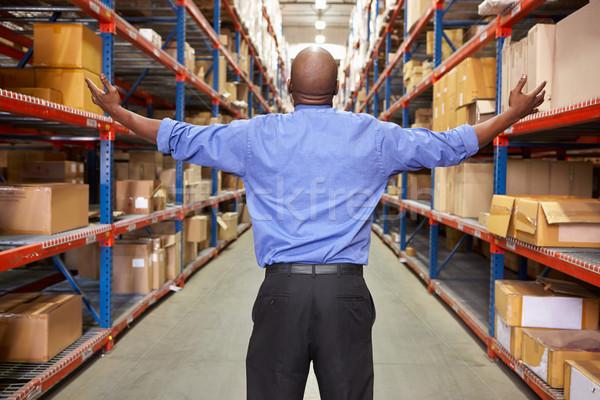 Сток-фото: вид · сзади · бизнесмен · склад · окна · мужчин · работу