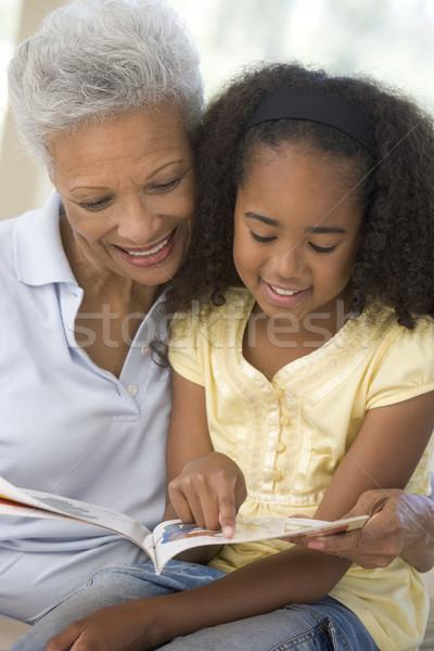 Stockfoto: Grootmoeder · kleindochter · lezing · glimlachend · vrouw · familie