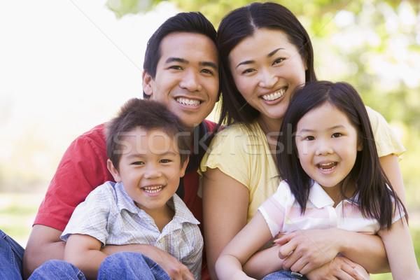 Rodziny posiedzenia odkryty uśmiechnięty dziewczyna dzieci Zdjęcia stock © monkey_business