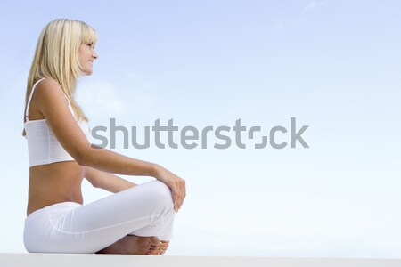 Fiatal nő megnyugtató kívül kék ég nő boldog Stock fotó © monkey_business