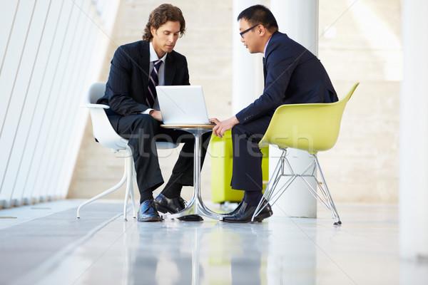 Affaires réunion portable modernes bureau affaires Photo stock © monkey_business