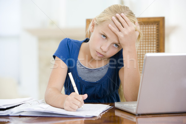 Joven portátil deberes comedor mirando ordenador Foto stock © monkey_business
