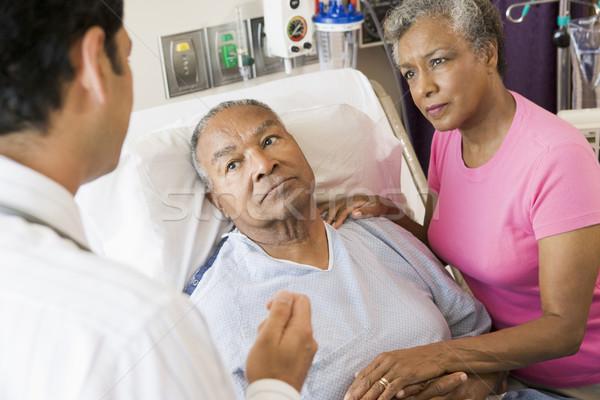 Stock fotó: Idős · pár · beszél · aggódó · nő · pár · kórház