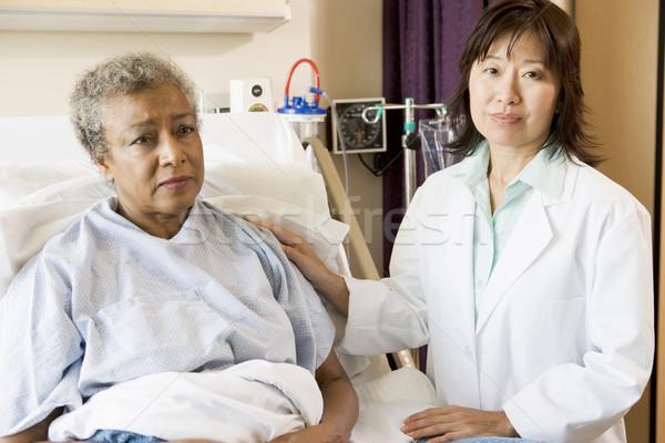 Zdjęcia stock: Lekarza · mówić · starszy · kobieta · kobiet · zdrowia