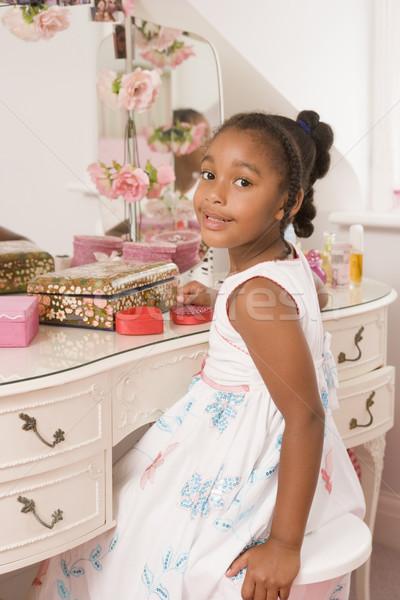 Fiatal lány ül tükör hálószoba mosolyog gyermek Stock fotó © monkey_business