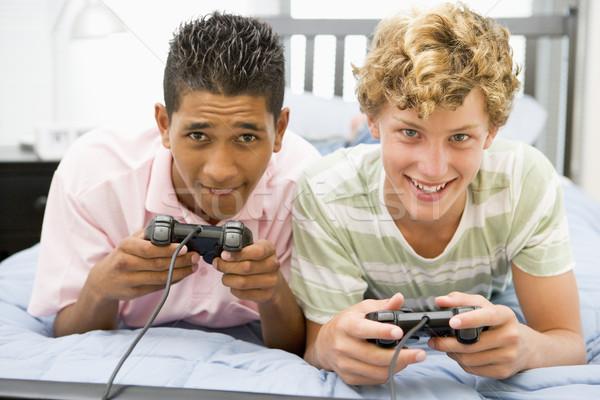 Ragazzi adolescenti giocare videogiochi felice tecnologia amici Foto d'archivio © monkey_business